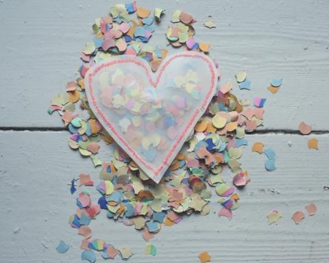 Schritt Vier: Herzen mit Konfetti füllen und zu nähen